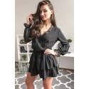 Elegancka sukienka z falbankami i koronką Megan - czarna