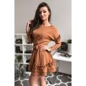 Elegancka sukienka z falbankami Liz - karmelowa