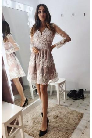 Rozkloszowana koronkowa sukienka z długim rękawem Eva - biało-beżowa