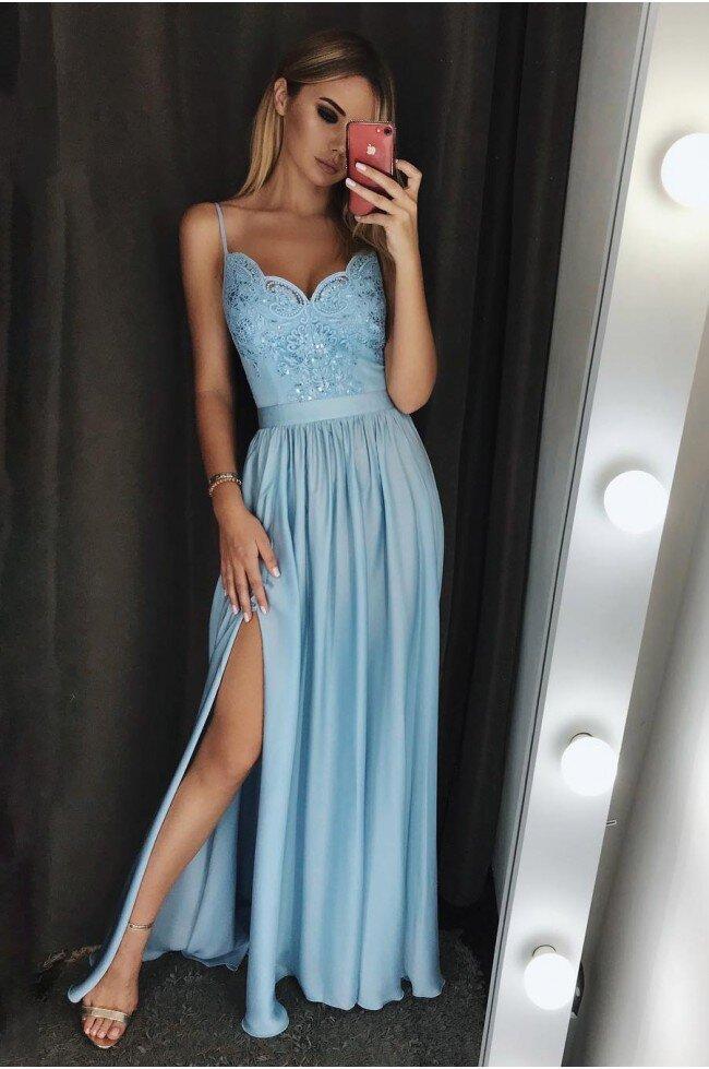 ecaa36fb2d Długa sukienka na cienkich ramiączkach Sally - błękitna. Loading zoom