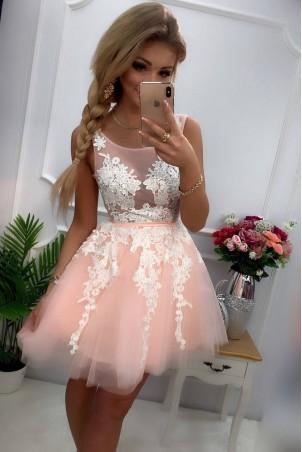 Tiulowa sukienka z ozdobną aplikacją Madison - różowa