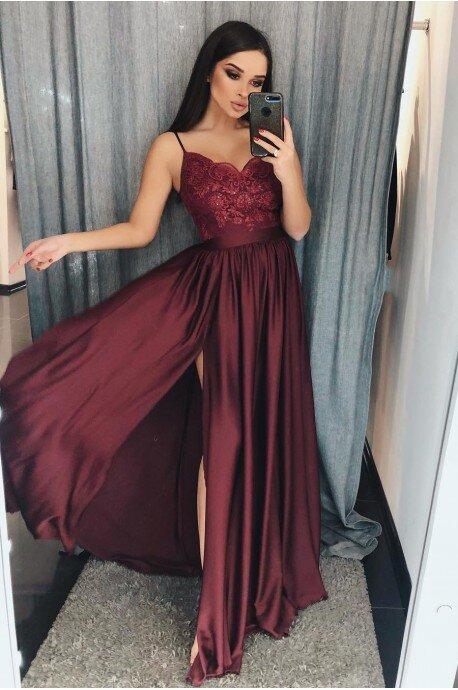 Długa sukienka na cienkich ramiączkach Sally - bordowa