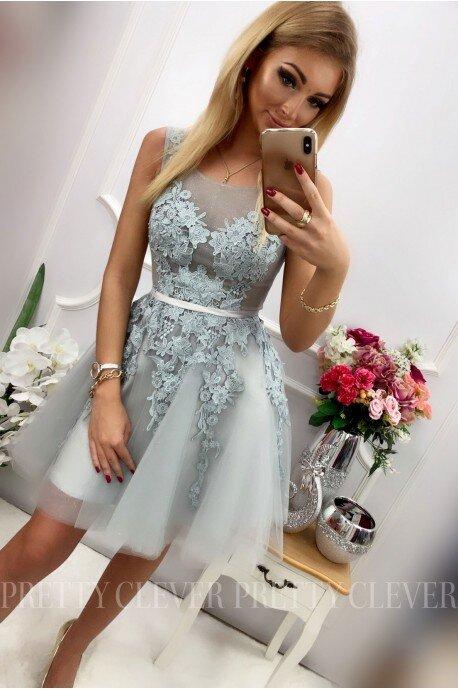 Tiulowa sukienka z ozdobną aplikacją Madison - szara