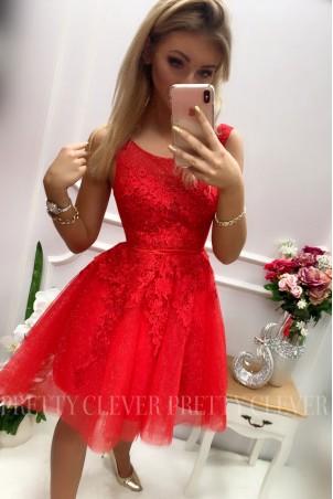Tiulowa sukienka z ozdobną aplikacją Madison - czerwona