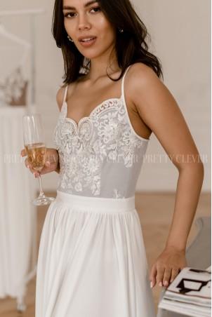 Długa sukienka na cienkich ramiączkach Sally - biało szara