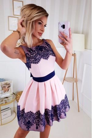 Koktajlowa sukienka wykończona koronką Mia - różowa z granatem