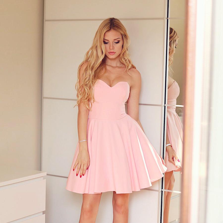 rozkloszowana gorsetowa sukienka